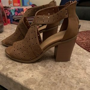 MADDEN GIRL brown/tan women's heels sz 5.5